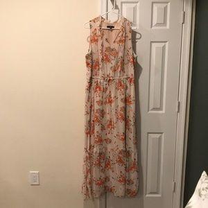 XXL: Off-White Floral Maxi Dress w/ Ruffle Collar
